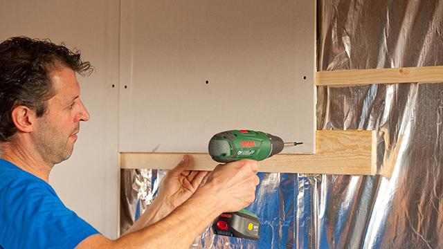 Keuken Tegels Gamma : Plafonds of wanden plaatsen? Leer het met GAMMA.be